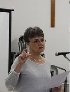 Mrs Bet Davies